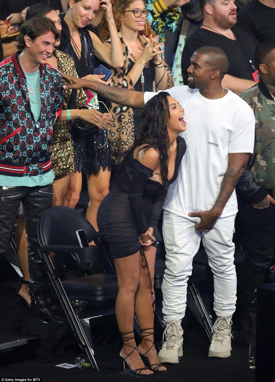 Beyonce Takes Home Best Female Video And Video Of The Year At Mtv Vmas Kim Kardashian Kanye Kim K Kanye Kim Kanye