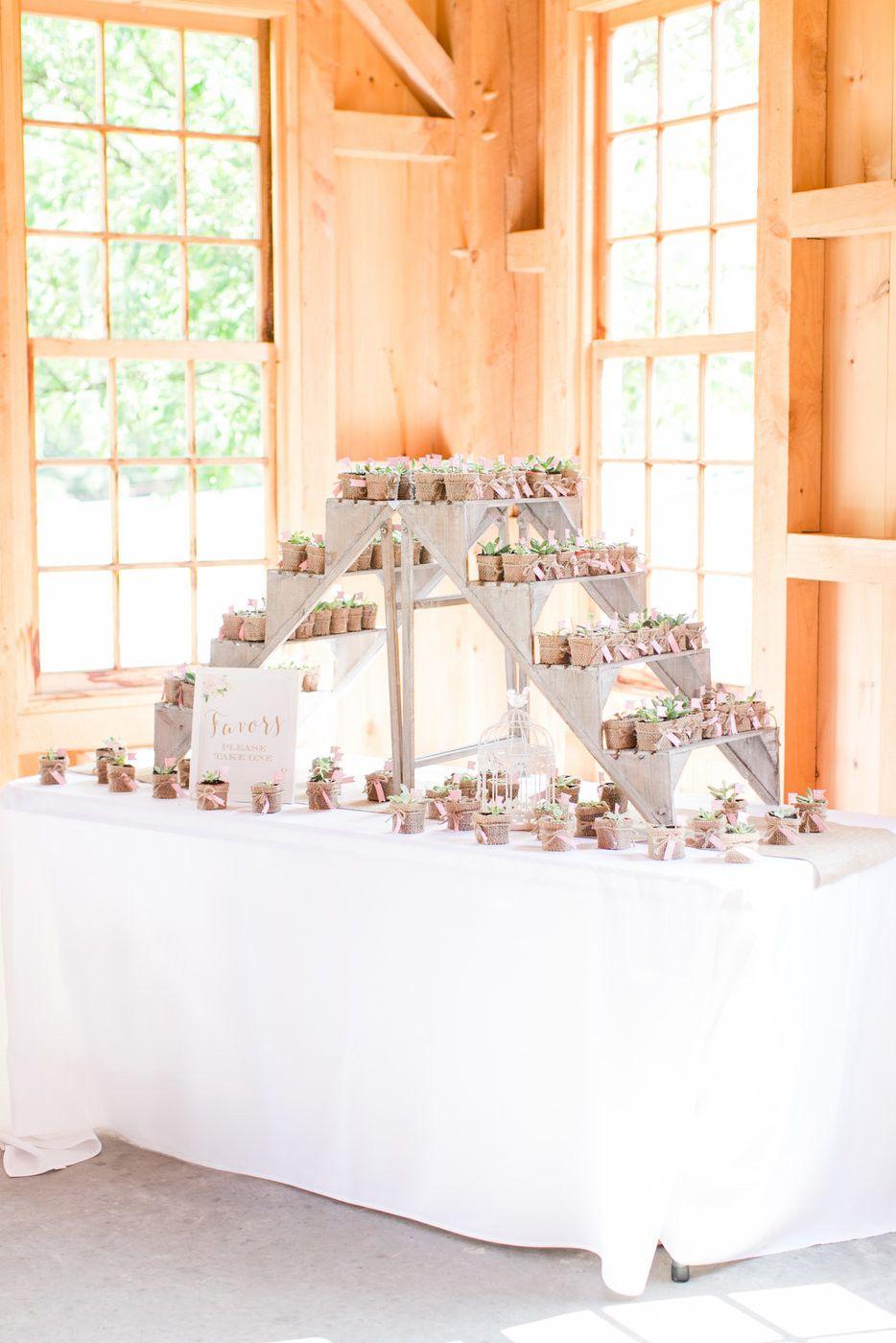 28 Unique Ways to Display Your Wedding Favors Wedding