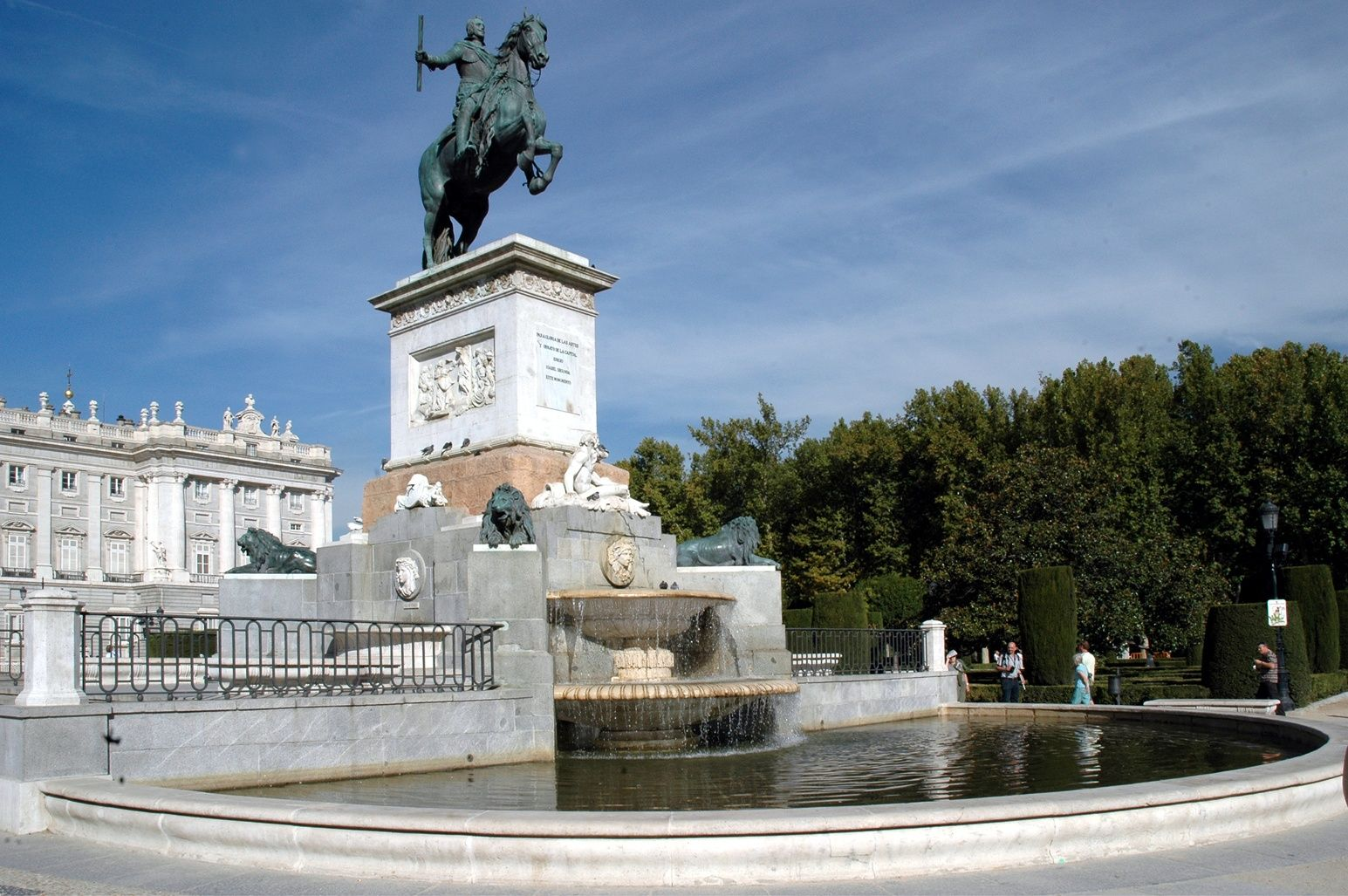 SIGHTS. Plaza De Oriente. With its perfectly-designed gardens, the Plaza de Oriente has become a museum of sculptures due to the twenty figures of different Spanish monarchs that surround the area.