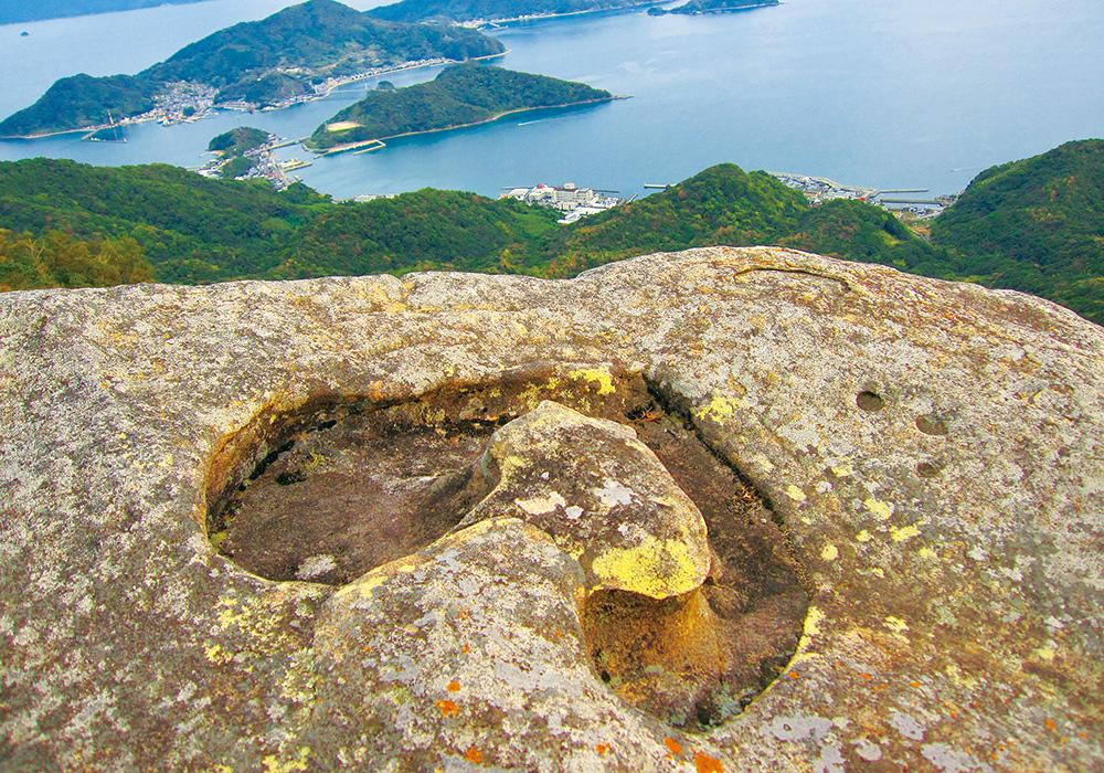 龍ヶ岳のハート岩 岩 絶景 観光