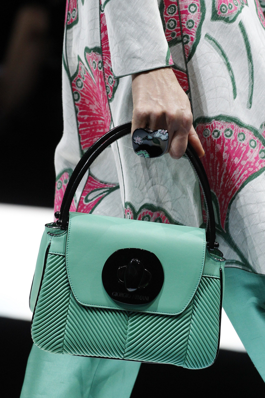 See the complete Giorgio Armani Spring 2018 Ready-to-Wear collection. a4040f99e4f