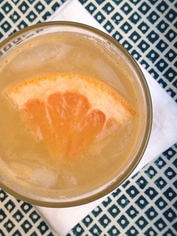How to make a paloma cocktail, a classy Mexican grapefrult margarita. Recipe via theothersideofthetortilla.com