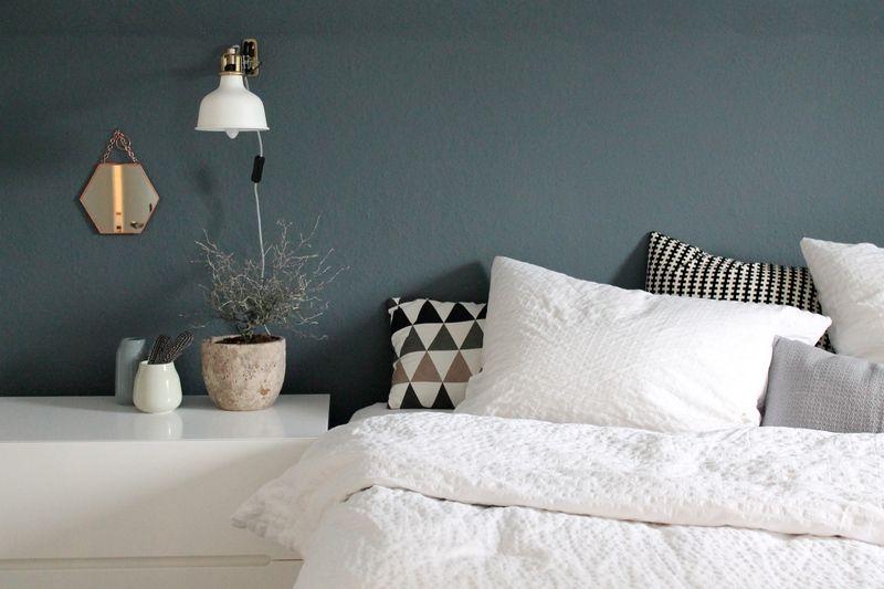 Schlafzimmer Dunkelblau ~ Eine dunkelblaue wand im schlafzimmer von britta sehr schön mehr