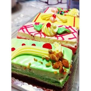 I dream about cakes like these.