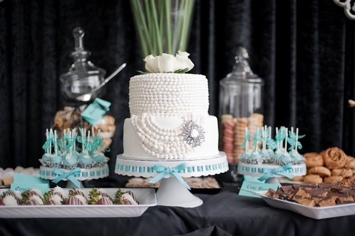 Bridal shower cake table | fabmood.com #desserttable