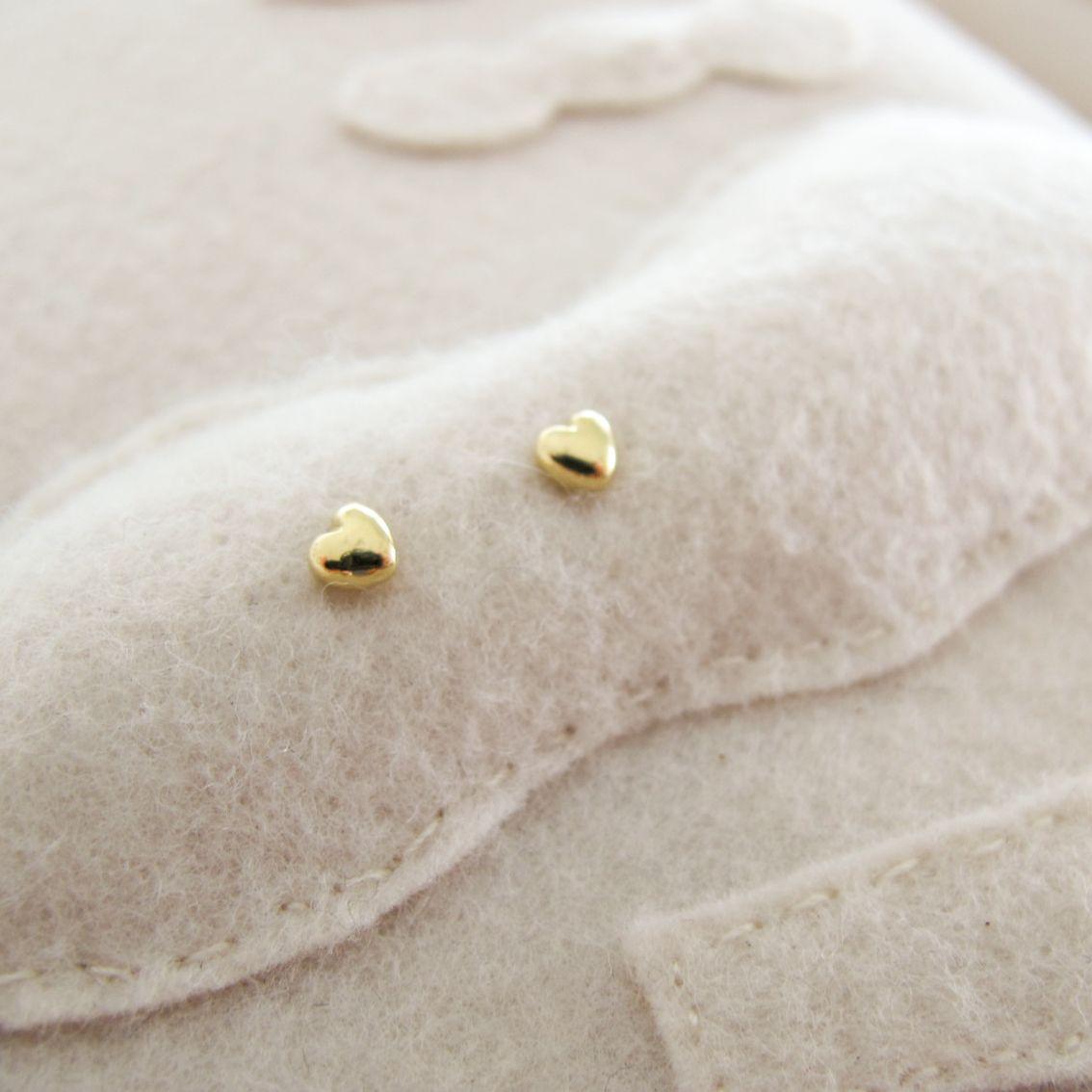 Brinco Coração Baby Com Tarracha Fabimalavazi Newborn Heart Earrings In Gold 18k