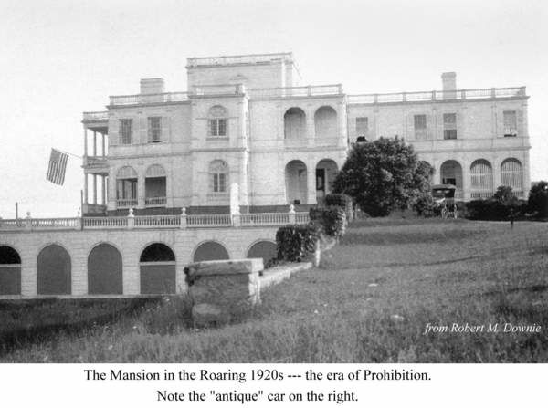 Another Mansion From West Or East Egg With Images Mansions