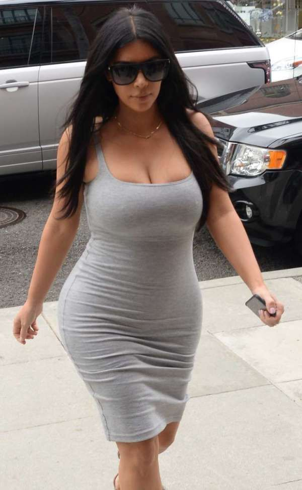 Kim kardashian's big boobs visible through her shirt