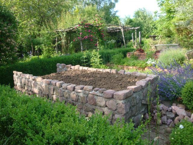 Hochbeet Granitsteine Pinterest Hochbeet, Gärten und Gartenideen - gartenbeet steine anlegen