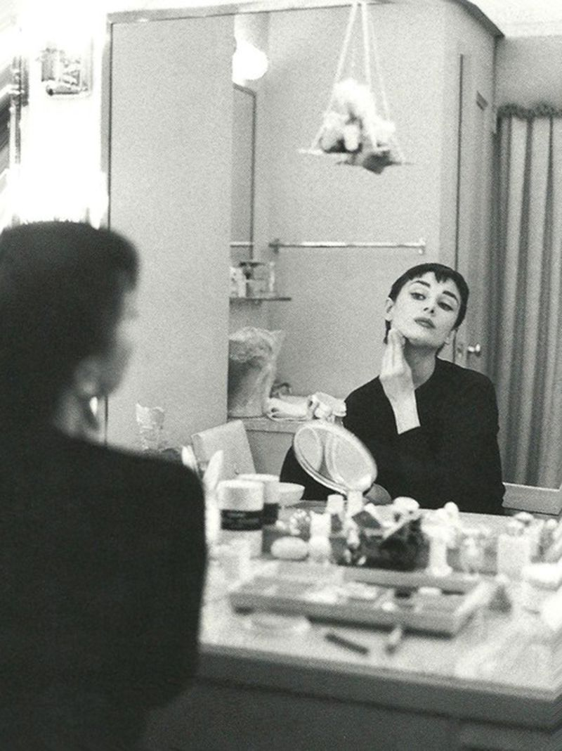 Audrey Hepburn in her dressing room during the Broadway production ...