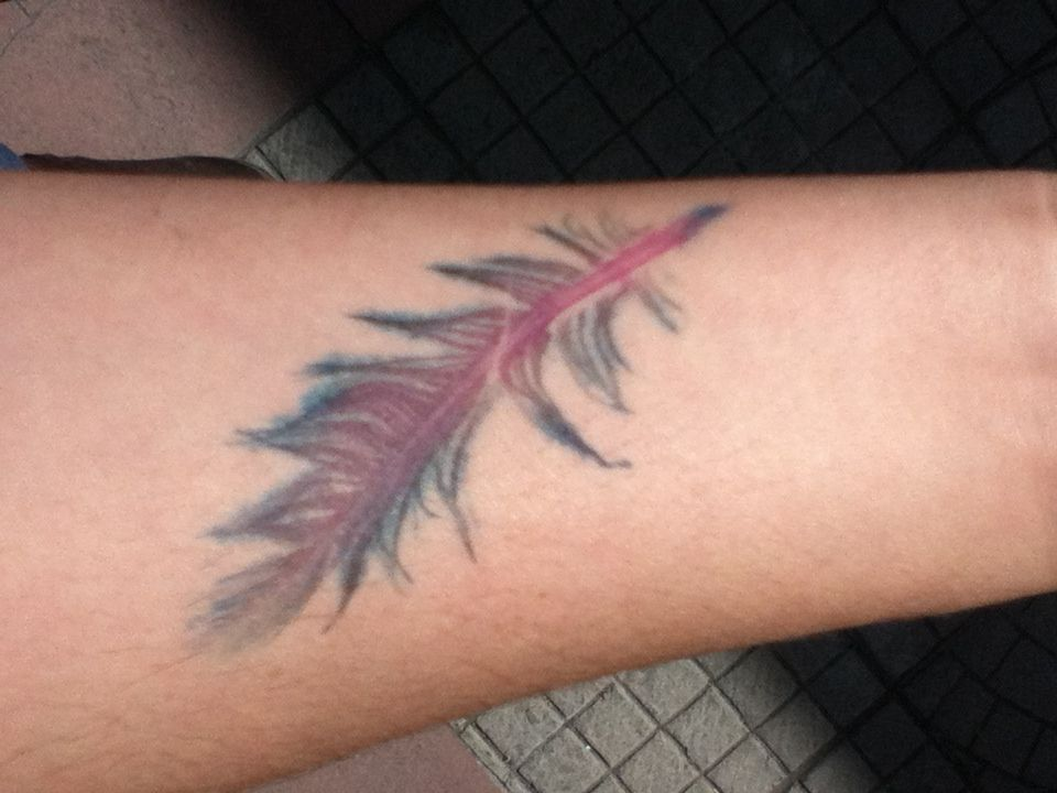 Tatuaje pluma acuarela Watercolor feather tattoo