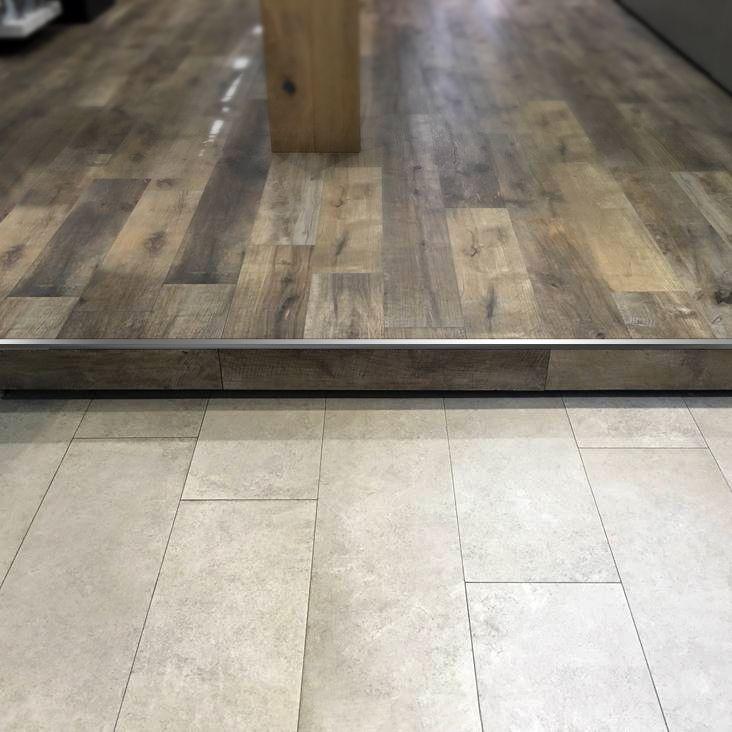 Terminaci n cuadrada de acero inoxidable para lograr for Tipos de pisos para escaleras