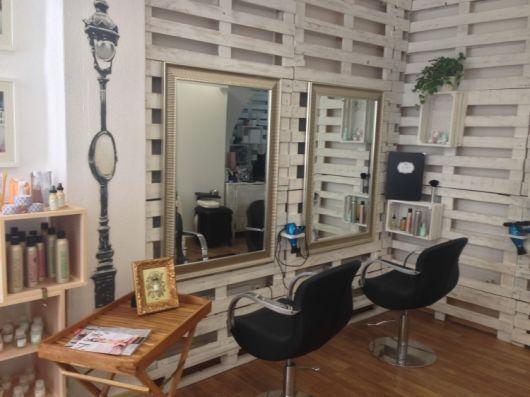decoração com caixotes e paletes | Salão de beleza rústico ...