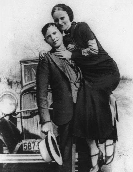 Der Anfang vom Ende:  1933 wurde Bonnie Parkers Bein nach einem Autounfall...