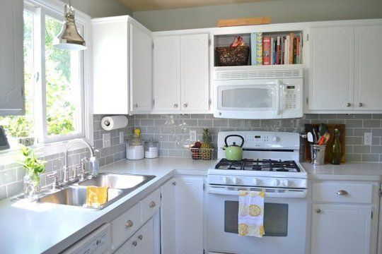No More White! 10 Colorful Subway Tile Backsplashes | Cocinas, Ideas ...