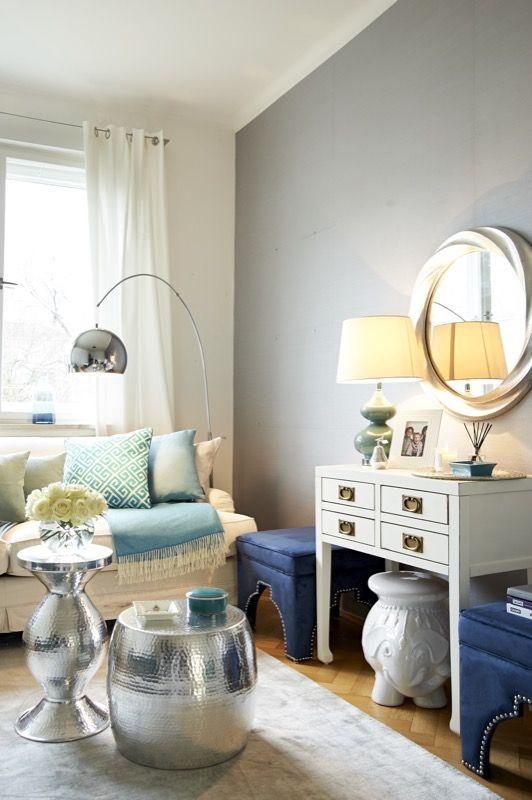 Ein kleines Wohnzimmer, das hohe Wellen schlägt Meeresfarben und - wohnzimmer ideen petrol
