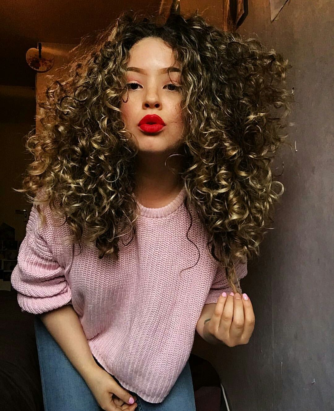 Big Naturally Very Curly Hair Long Curly Hair With Volume Curly Hair Inspo Credit Instagram Chvraa Beautiful Curly Hair Volume Hair Long Curly Hair