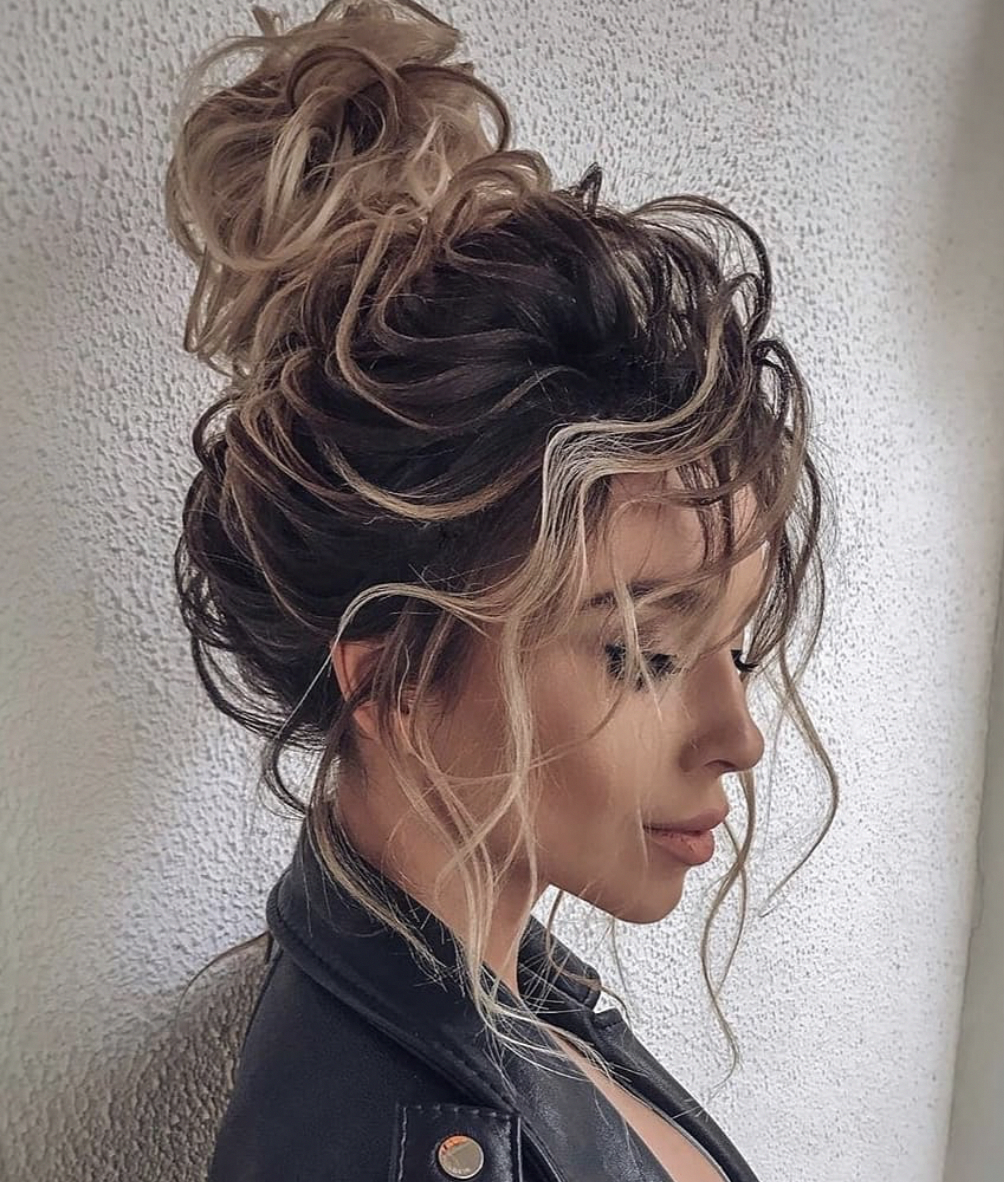 Undone Messy Bun Messybun Bun Topknot Hairstyles Behindthechair Invisibobble Longhairstyles Hair Styles Long Hair Styles Bun Hairstyles