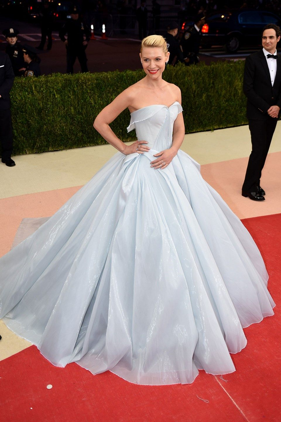 Kostüm Roter Teppich We Re Still Not Over Claire Danes S Light Up Met Gala Dress One