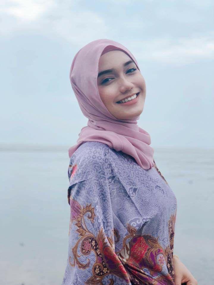 Pin oleh Tgk saifuddin di Aceh | Wanita berlekuk, Jilbab ...