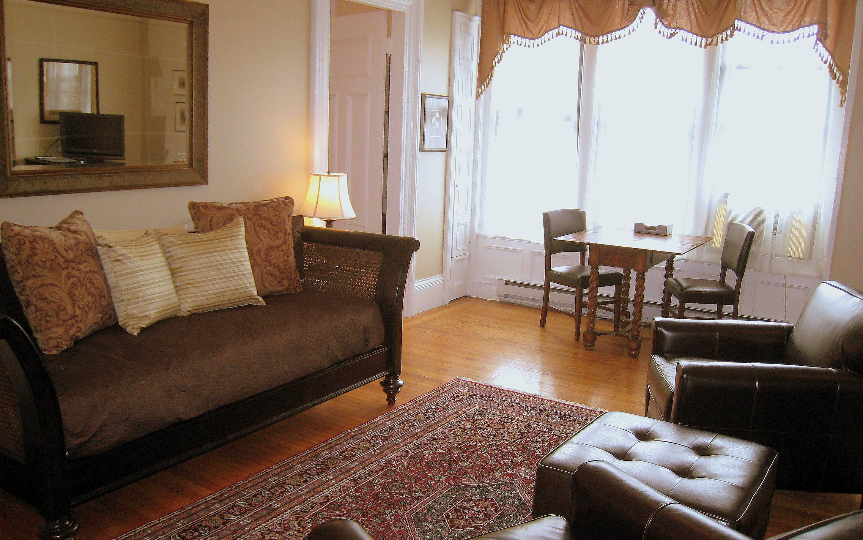 Boston Vacation Rentals Large Fully Furnished 1 Bedroom Apartment In The Backbay Furnished Apartment Furnishings Fully Furnished Apartments