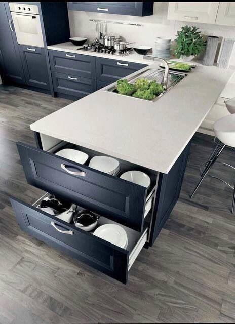cocina, armarios color carbón, encimera blanca, isla para fregadero ...