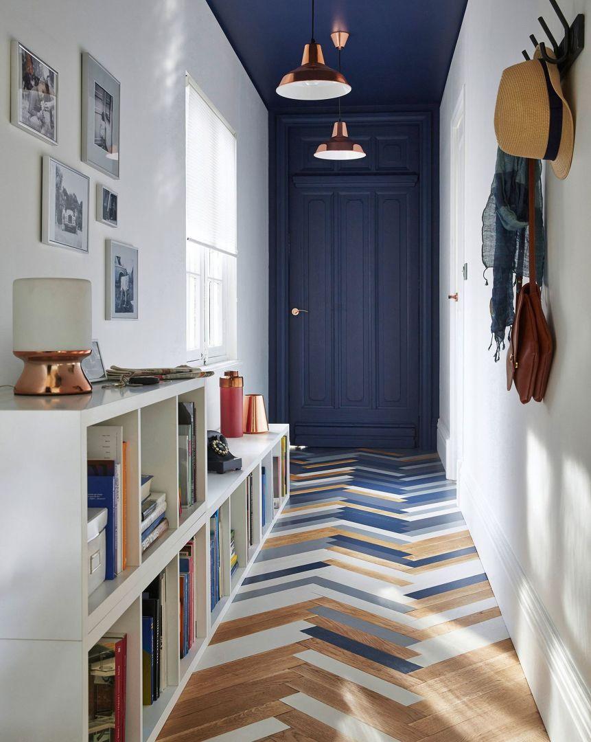 Recibidor En Tonos Azules Y Blancos Techo De Color Decoracion De Interiores Disenos De Unas