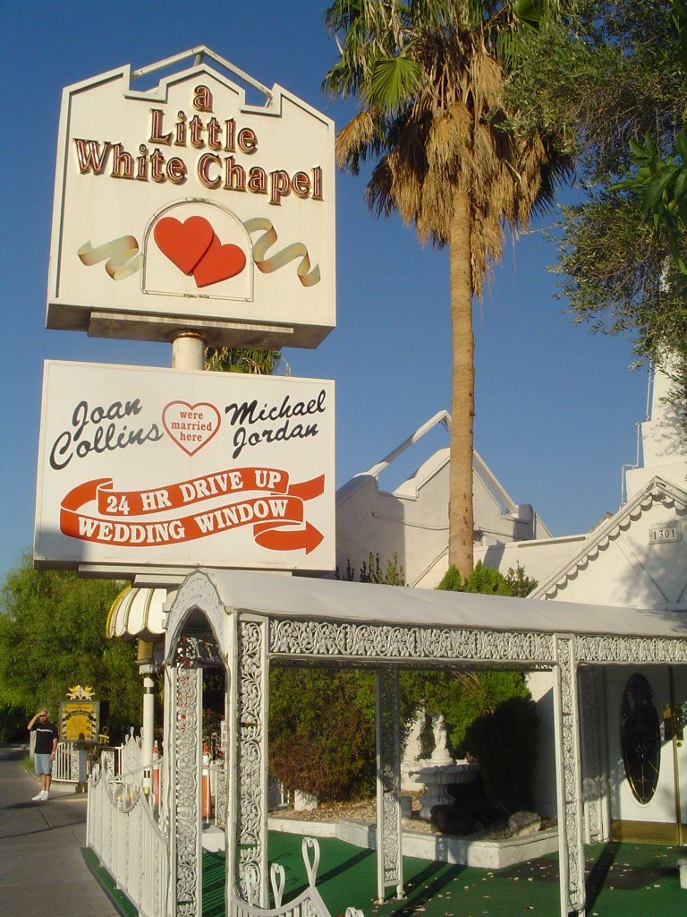 Little White Wedding Chapel Las Vegas Where Paul Newman Joann Woodward Frank Sinatra Mia Farrow Bruce Willis Demi Moore And Many More