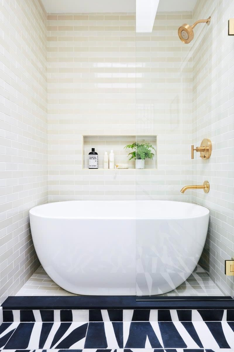 Making The Most Of Small Bathrooms When You Want A Shower And A Tub Modernhomedecorbathroom Shower Over Bath Free Standing Bath Tub Small Bathroom Remodel