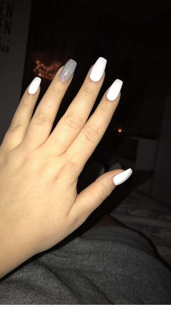 Silver And White Medium Nails Inspiring Ladies White Acrylic Nails Silver Acrylic Nails Acrylic Nails