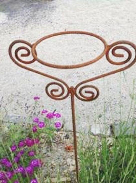 Gartenstecker Topfhalter Eisen Rostig In Shabby Chic Vintage Lebensart Made In Germany By Brunnenschmiede Br Metall Gartenskulpturen Gartenstecker Edelrost