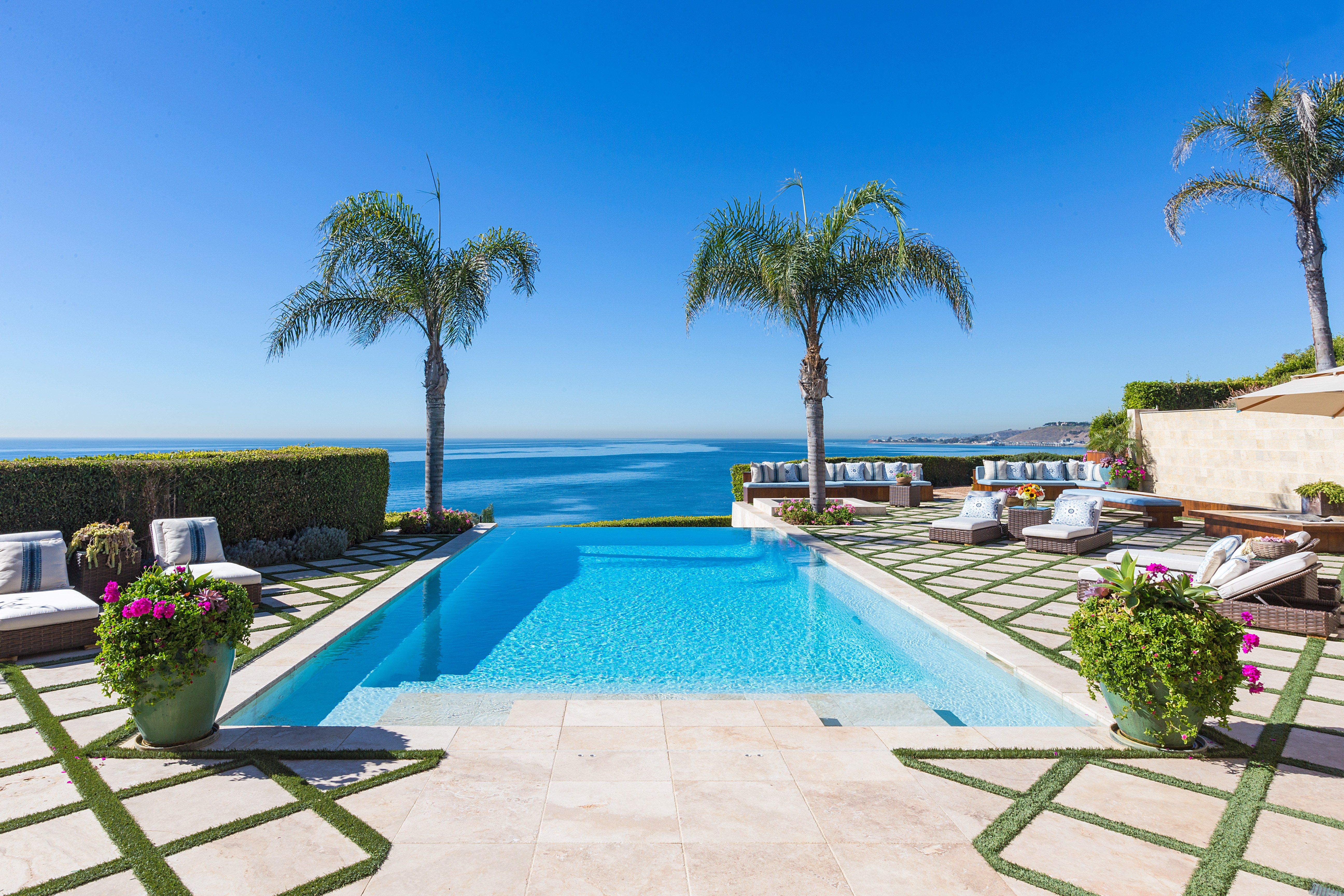 Malibu Home Of The Real Housewives Of Beverly Hills Yolanda And David Foster Sells For 19 Million Malibu Homes Malibu Mansion Foster House