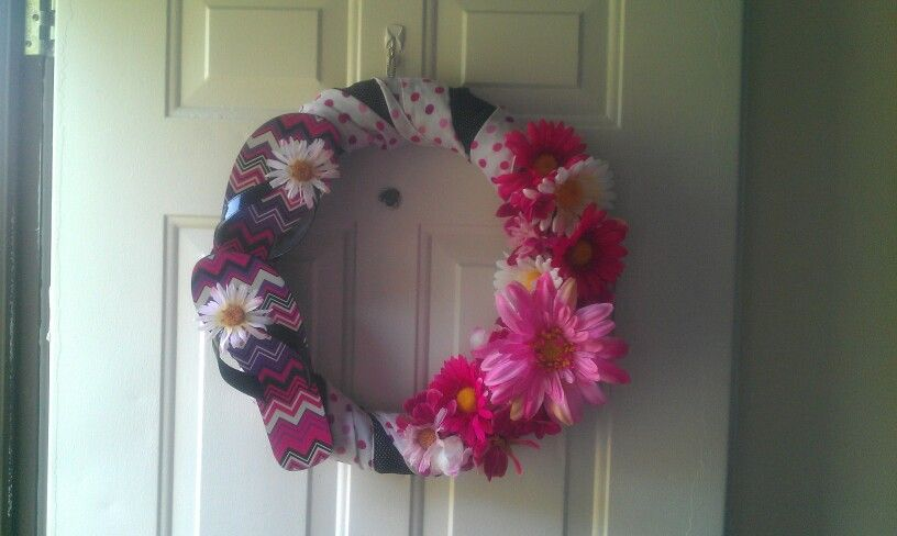 Super cheap  easy to make!! My summer time flip flop wreath - dollar general christmas decorations