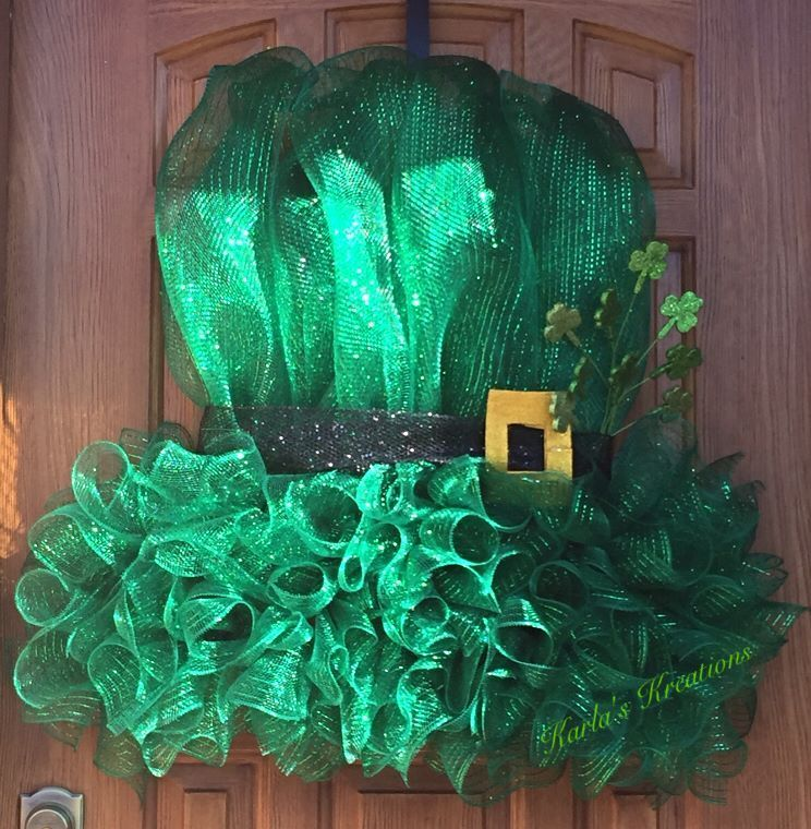 Photo of Used a clip-art image to create this Leprechaun Hat Deco Mesh Wreath