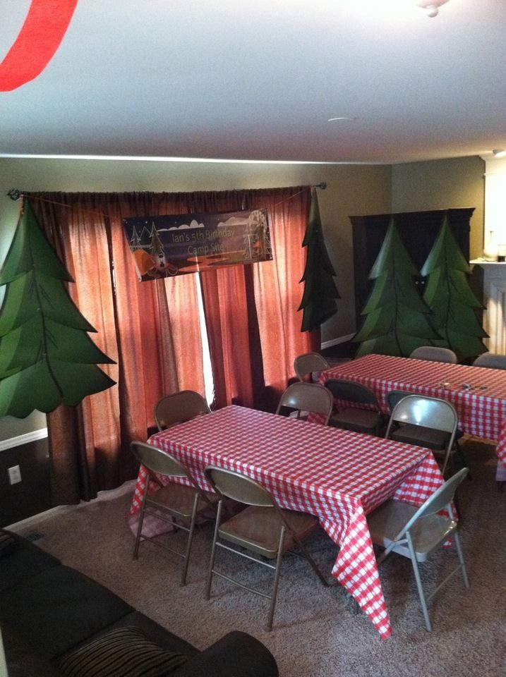 Photo of We could use tableclothes from the dollar store on the tables….make constructi…