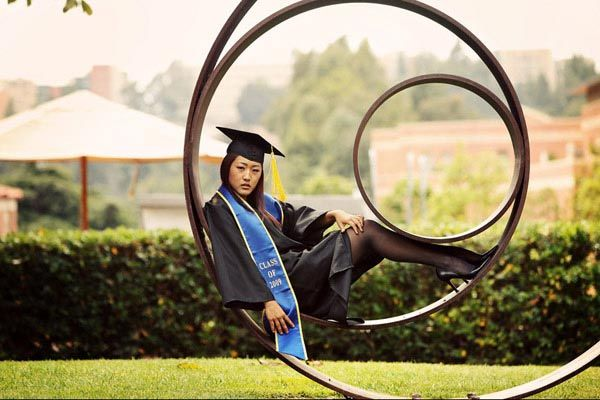 75 Creative Graduation Photo Ideas Graduation photos
