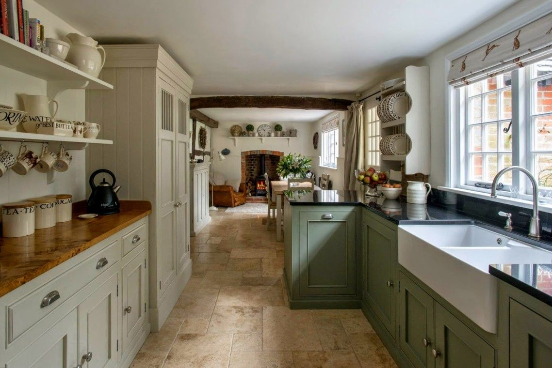 Amazing Design Ideas Of English Country Kitchen Cabinets With White And Green Colors W Modern Country Kitchens Country Kitchen Designs Country Kitchen Cabinets