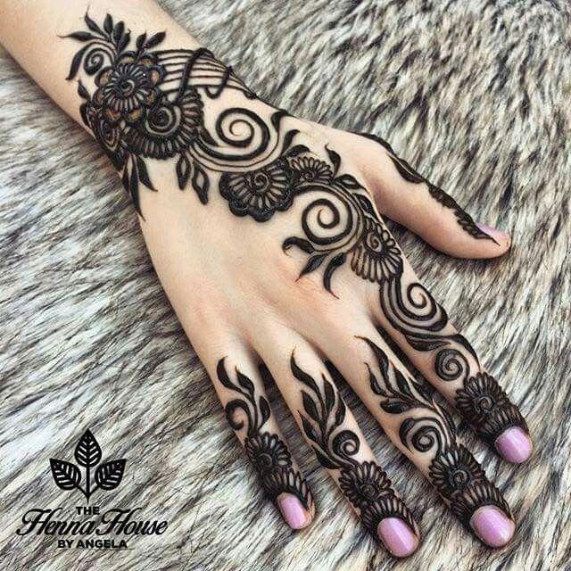 beautiful stylish mehndi design