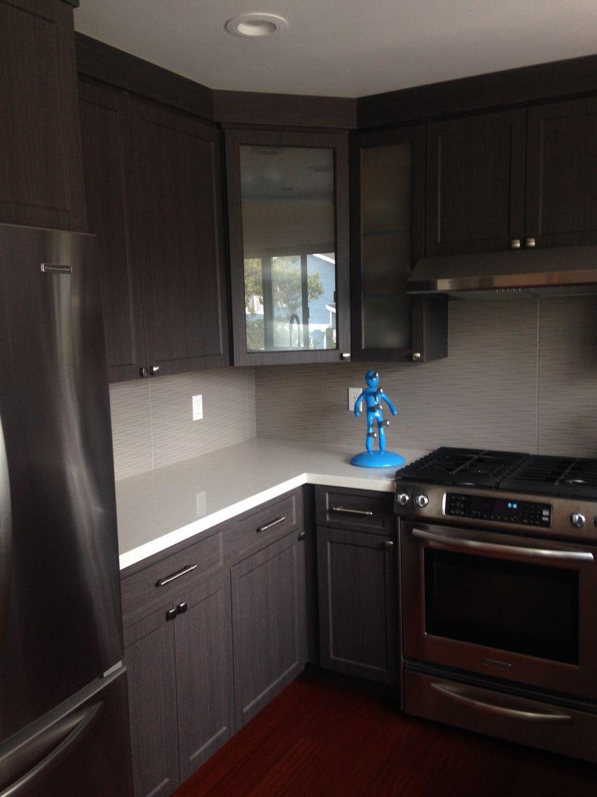 gray thermafoil cabinets wave patterned ceramic tile backsplash interior design kitchen on kitchen interior tiles id=81184
