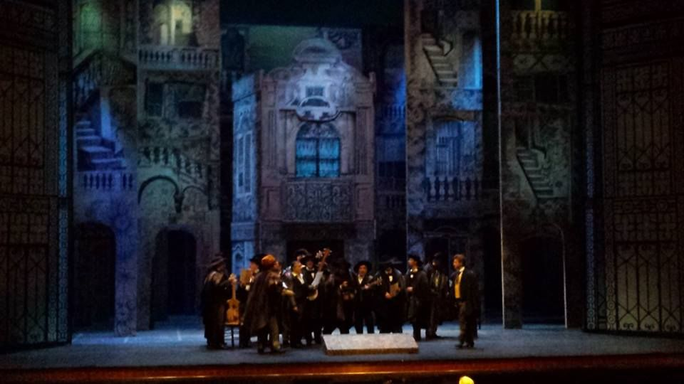 Anteprima dall' #Oman | Uno scatto dalla prova generale de #IlBarbierediSiviglia con cui gli artisti del #TeatroSanCarlo inaugureranno domani, 14 settembre, la Stagione d'Opera 2013/2014 della #RoyalOperaHouse di #Muscat. Sul podio Sebastian #LangLessing, regia di Filippo #Crivelli ripresa da Mariano #Bauduin.   #OnTour| teatrosancarlo.it | #ilPalcoscenicodelMondo