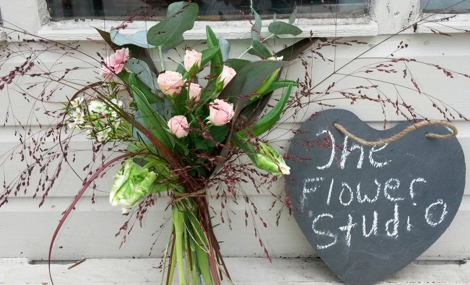 Wedding Flowers Hampshire Surrey And Sussex From Liss Flower Studio Florist Designing Delivering