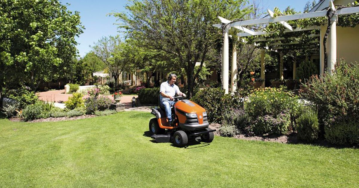 Lawn Tractor Buyer S Guide Lawn Tractor Tractors Lawn