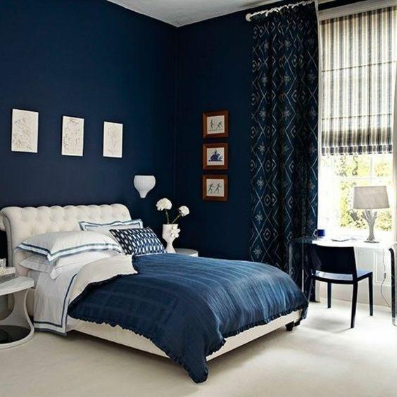 idee peinture chambre adulte murs en bleu fonce couverture en blanc