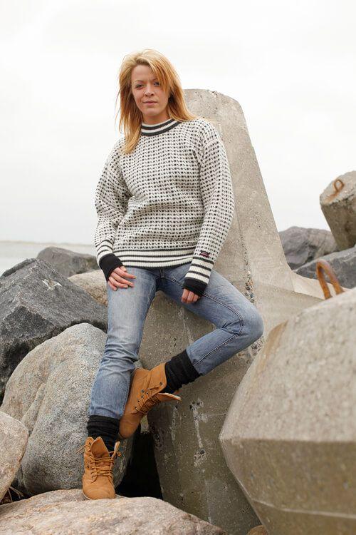 Færøsk Sweater med klassisk strik mønster af ren ny uld
