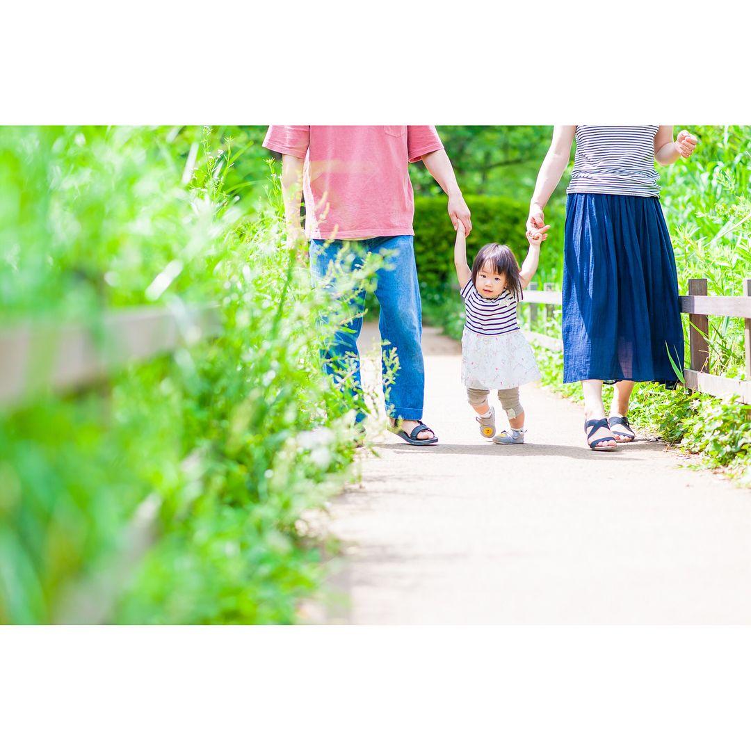 今日は1歳のお祝いで撮影させて頂きました(ω) 可愛くて可愛くてみんなメロメロです 写真のお渡しはできる限り早くしたいと思っています 当日中にはラインのアルバムにディスクは後日郵送を目指しています(oo) #ig_kidsphoto #ig_kids #indies_gram #pics_jp #コドモノ #ファインダー越しの私の世界 #カメラ好きな人と繋がりたい #nikon #ニコン#light_nikon #ポートレート #birthdayphoto #家族写真 #キッズレート #出張撮影 #赤ちゃん #ベビーフォト #ハーフバースデー #ハーフバースデーフォト#ニューボーンフォト #ニューボーンフォト横浜 #バースデーフォト #1stbirthday #横浜プレママ #横浜ママ #横浜 #洗足池 #洗足池公園 #陽だまりしゃしん