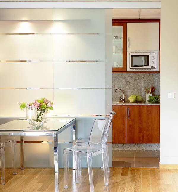 Ideas para dividir ambientes places spaces puertas - Puerta cocina cristal ...