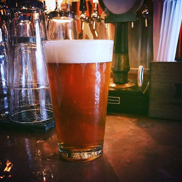 The pale malt keeps this pale ale mild but it's hoppier than most with a blend of experimental hops Super Galena and Mosaic giving a sighted fruity aroma and taste - HopPun by @cartonbrewing  #cartonbrewing #hoppun #paleale #craftbeer