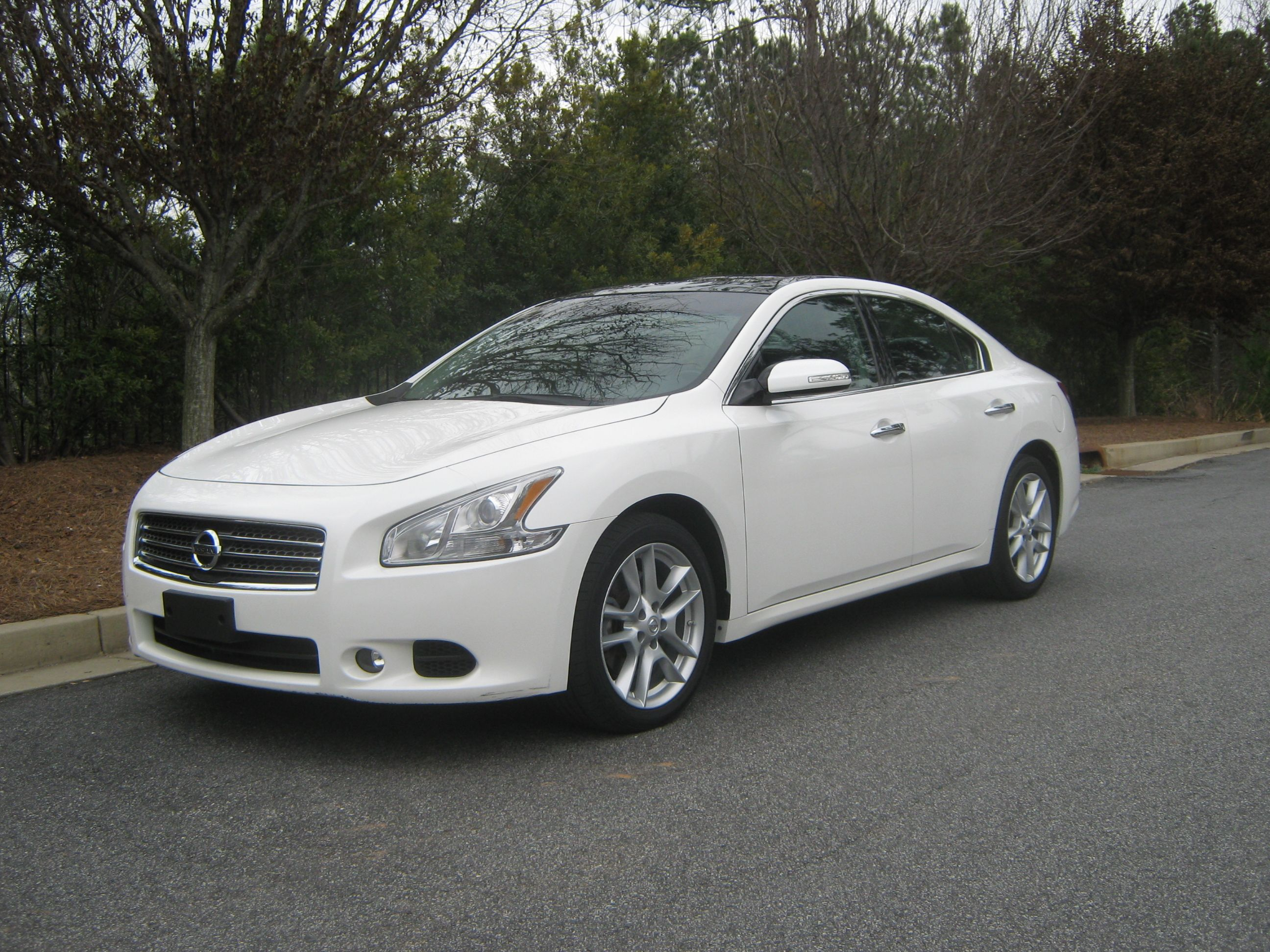 2010 nissan maxima white with black rims the image kid has it. Black Bedroom Furniture Sets. Home Design Ideas