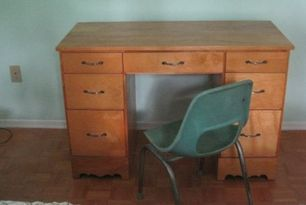 A DESK......................for Izzy