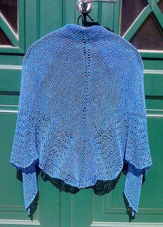 Peacock linen shawl/Linschal med påfågelskant pattern by Ann Linderhjelm
